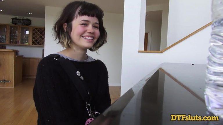 ดูหนังโป๊ออนไลน์ฟรี YHIVI SHOWS OFF PIANO SKILLS FOLLOWED BY ROUGH SEX AND CUM OVER HER FACE ดูหนังโป๊ฝรั่ง