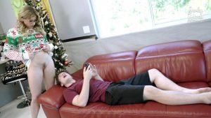 ดูหนังโป๊ออนไลน์ฟรี Step Mom gives up her Body for Christmas – Cory Chase ดูหนังโป๊ jav subtha